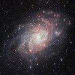 Astrofoto: Nuvens Brilhantes nos Braços Espirais de Messier 33
