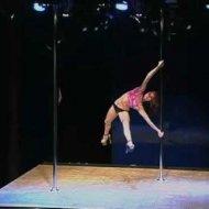 Mulheres Dando um Show de Pole Dance