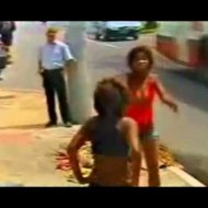 Briga de Mulheres no Meio da Rua